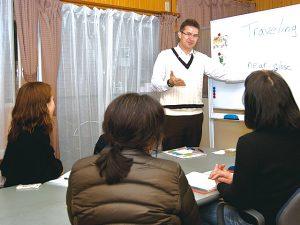 英語は学習塾でもいいと思われている方、試験対策用でしたらそれでも対応できますが、話せない聞き取れない学生が多すぎます。せっかく習うなら使える英語を